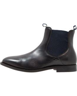 Wynford Boots