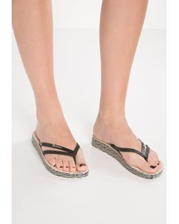 Bossa Pool Shoes