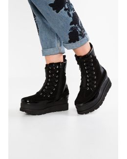 Andoner Lace-up Boots