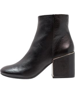 Reeve 2 Ankle Boots