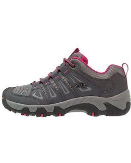 Oakridge Walking Shoes