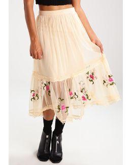 Embroidered Hem Maxi Skirt