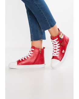 High-top Trainers