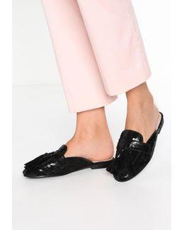 Fizzle Sandals