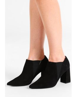 Angelis Ankle Boots
