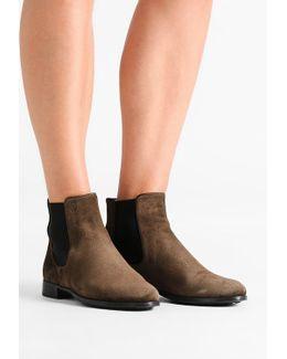 Crostina Boots