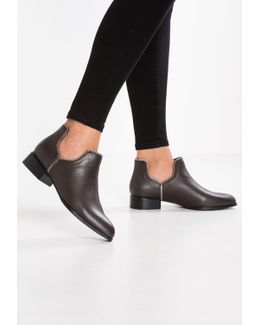 Bailey Vii Ankle Boots