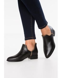 Bailey Vi Ankle Boots