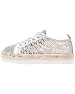 Genie Casual Lace-ups