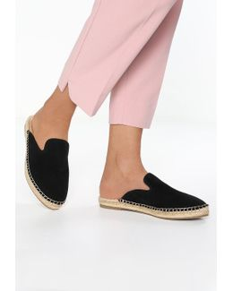 Joejoe Sandals
