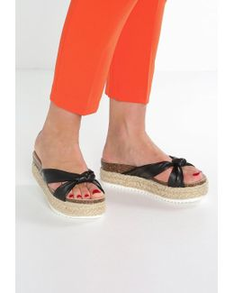Danea Sandals