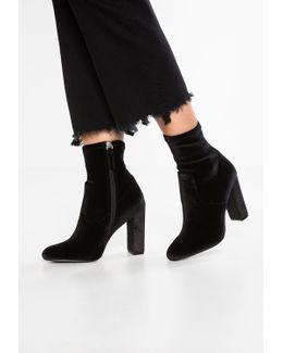 Editt High Heeled Ankle Boots
