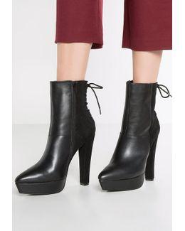 Dasha Platform Boots