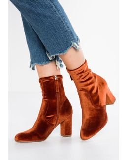 Avenue Boots