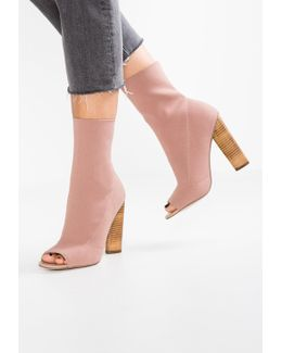 Dash Boots