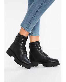 Osso Lace-up Boots