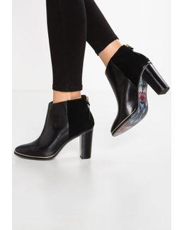 Azaila Ankle Boots