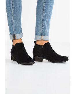 Deia Ankle Boots