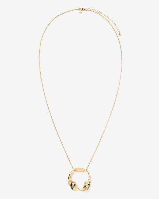 Addition Elle - Metallic Twisted Circle Pendant Necklace - Lyst