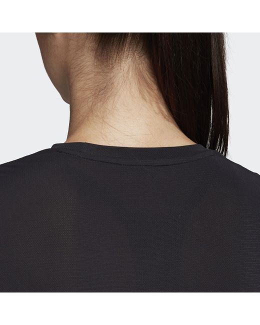 T-shirt x Universal Standard Cropped (Tailles 1X - 4X) Adidas en coloris Black