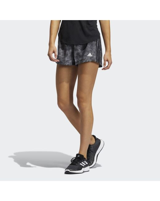 Short Pacer Woven Floral di Adidas in Black