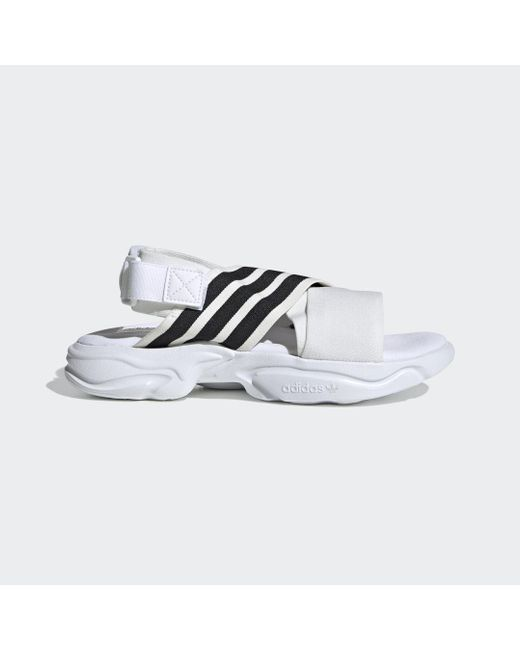 adidas Sandalia Magmur de mujer de color blanco