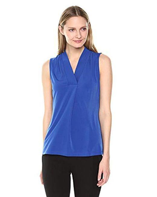 Lark & Ro - Blue Sleeveless Center Pleat V-neck Top - Lyst