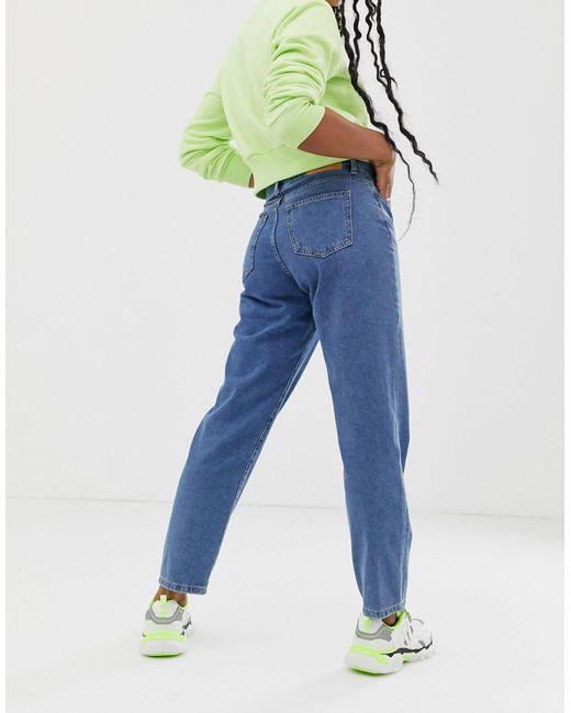 Jeans dritti comodi lavaggio blu medio di Noisy May in Blue