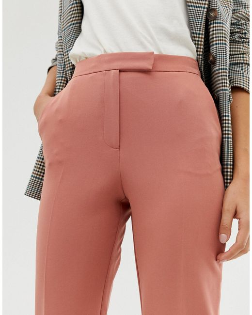 Pantaloni cropped a zampa rosa di Miss Selfridge in Pink