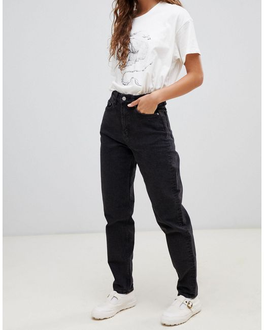 Lash - Mom jeans vita alta di Weekday in Black