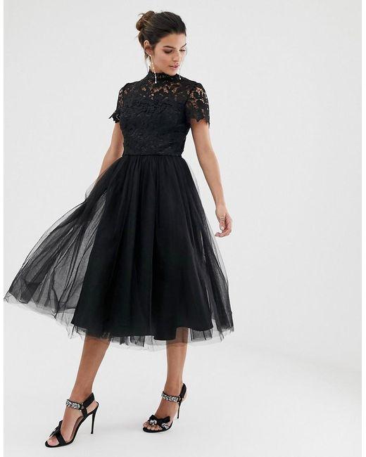 Robe mi-longue en dentelle à col montant et jupe en tulle - Noir Chi Chi London en coloris Black