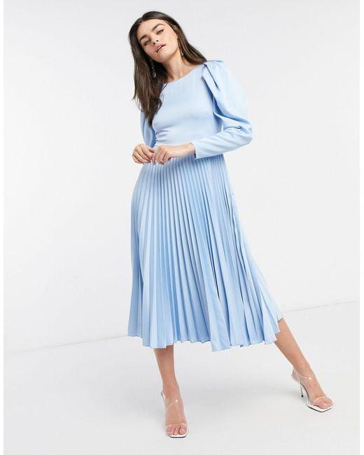 Vestito midi a pieghe azzurro polvere con maniche a sbuffo di Closet in Blue