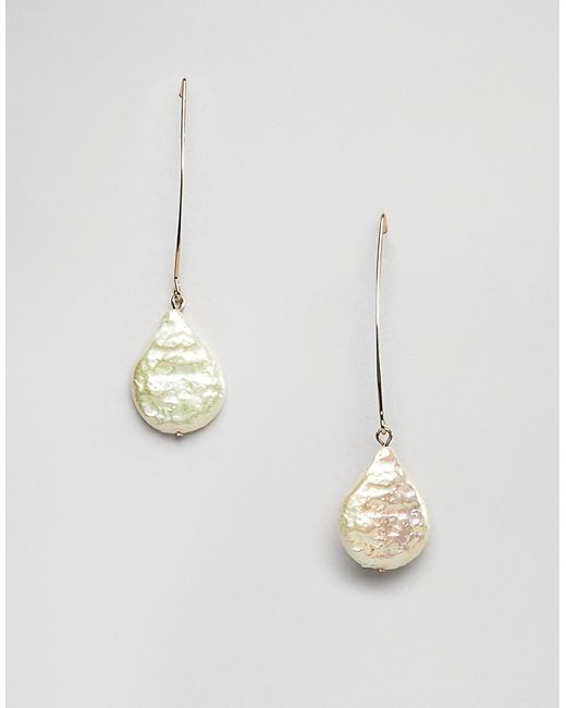 Asos Metallic Pull Through Earrings With Faux Freshwater Pearls In Gold Lyst