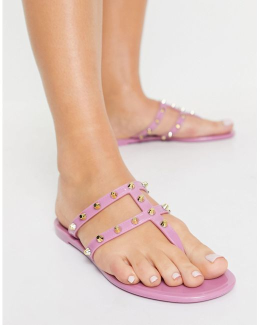 Розовые Сандалии С Перемычкой Между Пальцами И Отделкой Заклепками ASOS, цвет: Pink