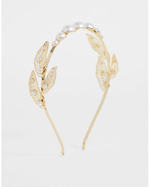 Золотистый Ободок С Искусственным Жемчугом И Перьями ASOS, цвет: Metallic