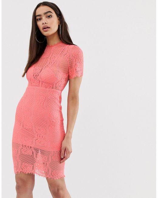Robe courte en dentelle avec col montant Love Triangle en coloris Pink