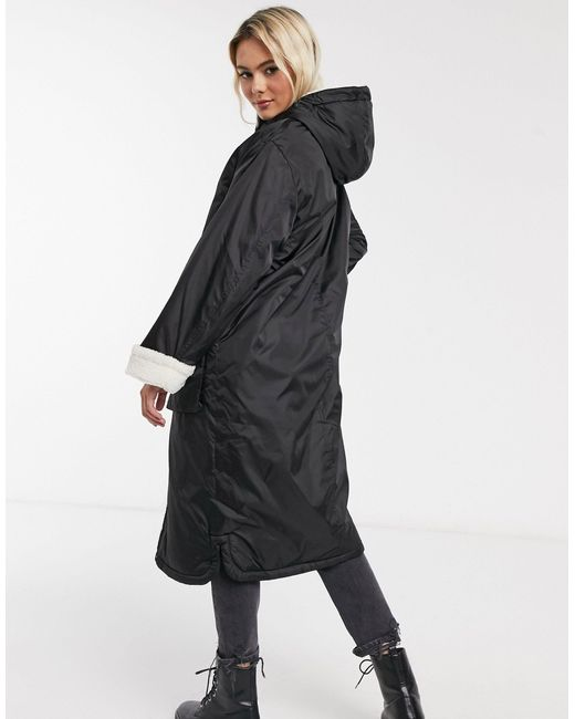 Черный Дождевик Макси С Подкладкой Из Искусственного Меха ASOS, цвет: Black