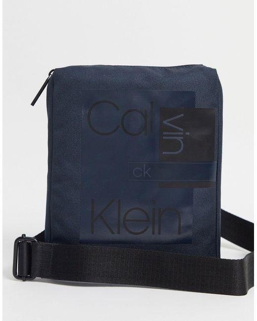 Плоская Сумка Через Плечо -темно-синий Calvin Klein для него, цвет: Blue