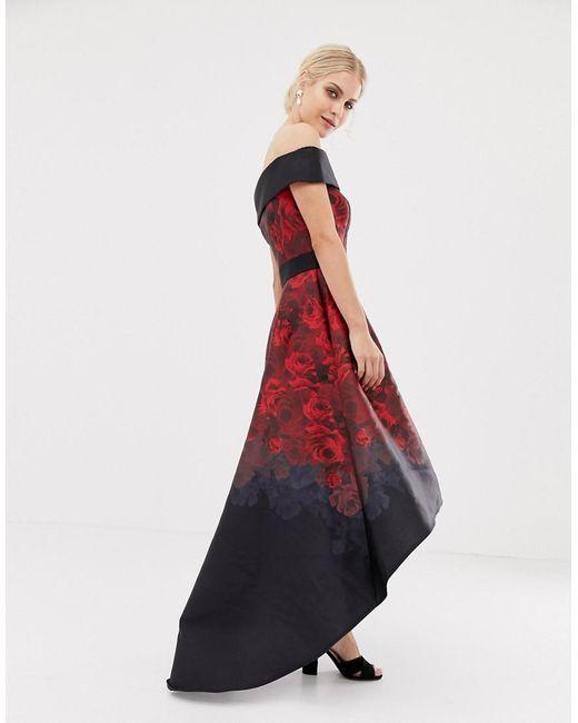 Chi Chi London Satijnen Midi-jurk Met Extreem Ongelijke Zoom In Donkere Rozenprint in het Red