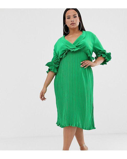 Vestido midi plisado con detalle de volante en verde PrettyLittleThing Plus de color Green