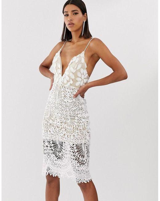 Love Triangle - White Vestido midi blanco de tirantes con escote delantero y aplicaciones 3D - Lyst