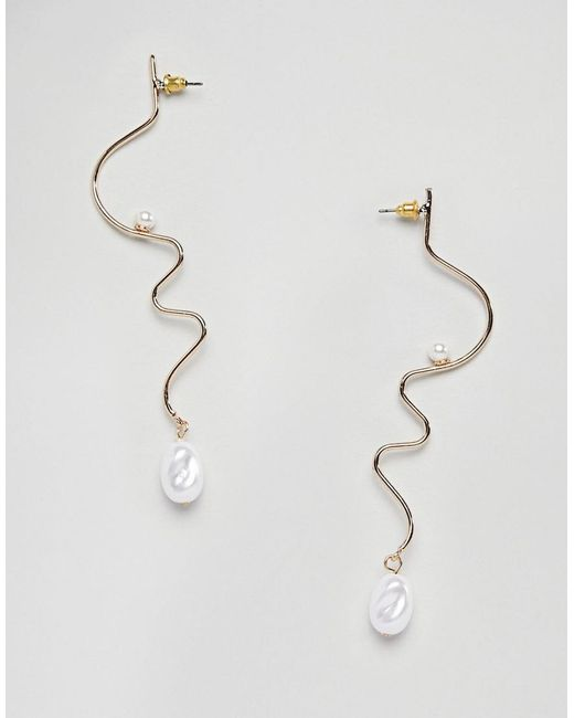 ASOS - Metallic Earrings In swiggle Design With Faux Freshwater Pearl In Gold - Lyst