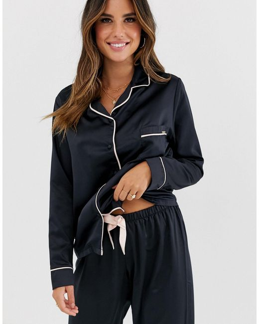 Claudia - Pyjama en satin Bluebella en coloris Black