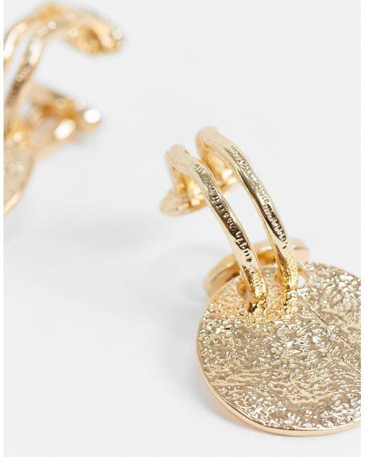 Золотистые Разомкнутые Серьги-кольца С Фактурными Монетами ASOS, цвет: Metallic