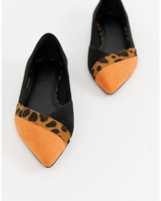 Vibrant Pointed Ballet Flats in Black