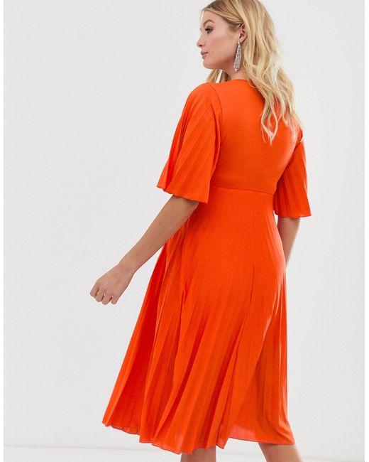 ASOS DESIGN Maternity - Robe mi-longue plissée style kimono ASOS en coloris Orange