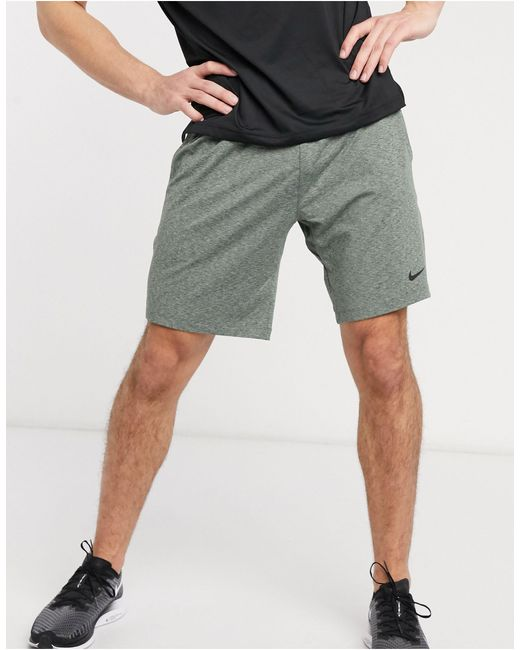 Nike Nike Yoga – e Shorts in Green für Herren