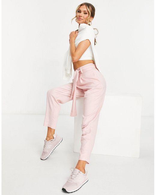 Pantalones tapered rosas con cinturón incorporado ASOS de color Pink