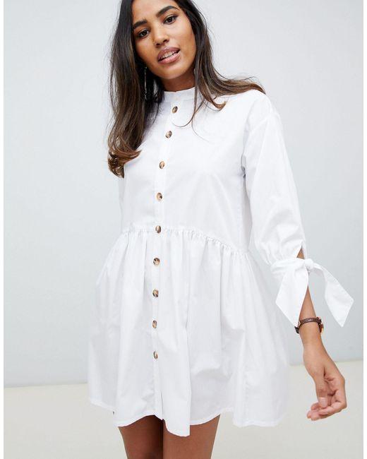 Vestido corto amplio abotonado con cuello henley y manga anudada en blanco ASOS de color White