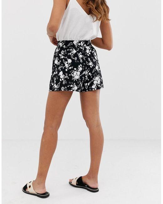 05cb8b66ce ... ASOS - Black Culotte Short In Mono Floral Print - Lyst